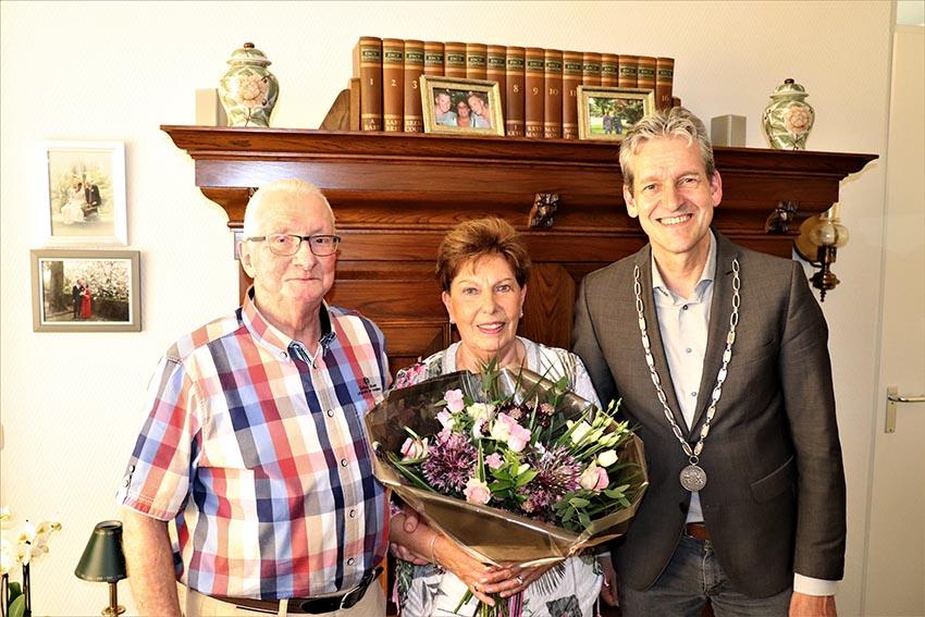 getrouwd escorte tieten in Rhenen
