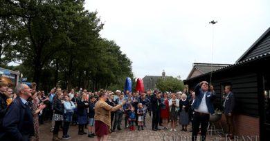 """Burgemeester opent """"Boer de Bij"""""""