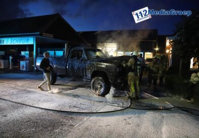 Autobrand bij benzinestation