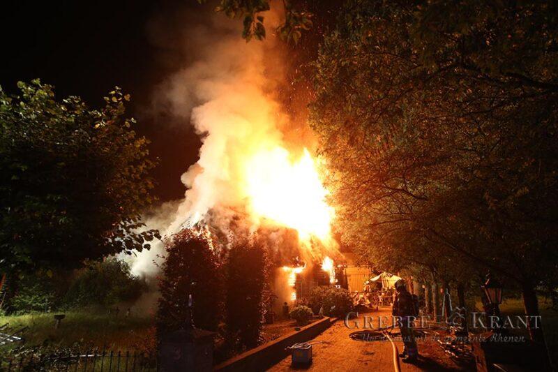 Grote brand verwoest huis aan Spoorlaan