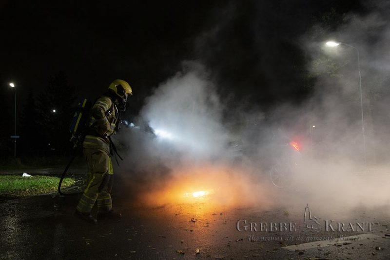 Auto in brand op Cuneraweg